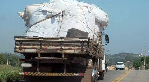 revista-carga-pesada-amarração-de-carga