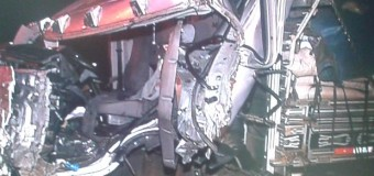 Batida entre dois caminhões e um carro deixa um ferido na BR-376