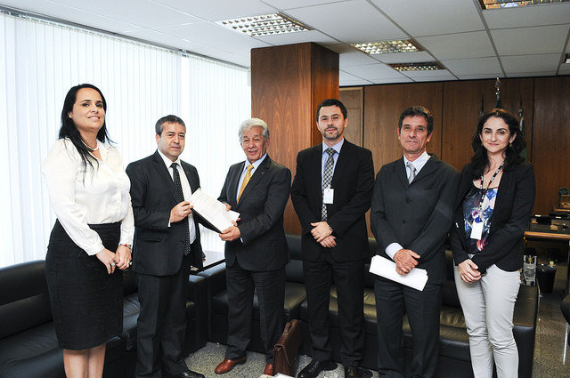 Equipe da UNICAM junto com Ministro do Trabalho