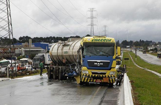 acidente_Caminhao_tanque_da_empresa_charrua_2_jpg__w660_h430_mc