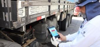 Mais de 30 caminhoneiros são multados por emissão de fumaça preta na Baixada Santista