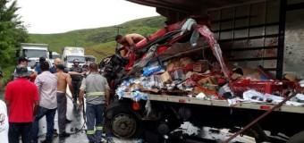 Colisão entre caminhões na BR-316 deixa vítimas gravemente feridas