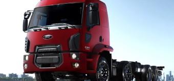Ford Caminhões ilumina trecho de estrada em homenagem aos caminhoneiros no Natal