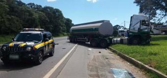 Dois caminhões se envolvem em acidente na BR-376, em Imbaú