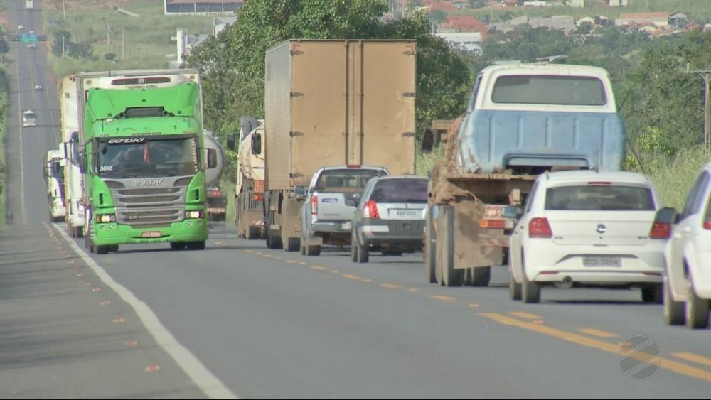 Foram sete caminhoneiros assaltados na mesma noite na BR-070 (Foto: TVCA/ Reprodução)