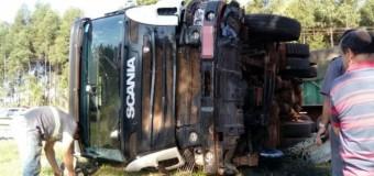 Mulher morre após acidente entre carro e caminhão em rodovia de Taquaritinga