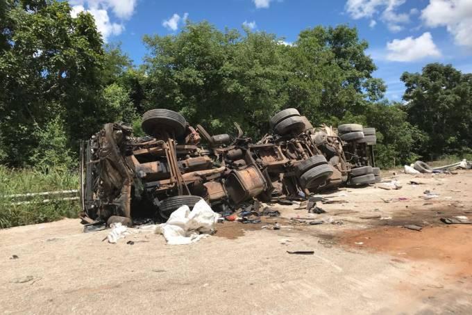 Acidente na BR-020 em fevereiro de 2018: caminhões respondem por 10% dos casos nas rodovias federais (Gilvan Rocha/Agência Brasil)