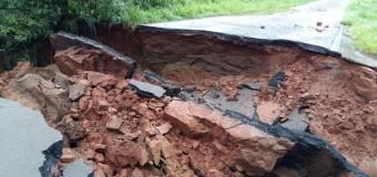 Chuva forte e constante interdita rodovias no noroeste do Paraná