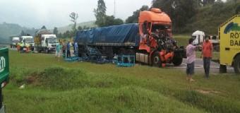 Acidente entre caminhões deixa um gravemente ferido em Igaratá, SP