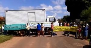 Protesto contra buracos de rodovias fecha todos os acessos de Deodápolis (MS)
