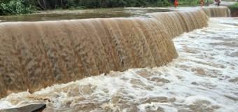 Chuva destrói pontes e rodovias em cidade de MT e famílias ficam ilhadas