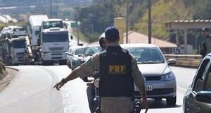 Empresa é autuada por transporte de carga sem documentação em Perdões