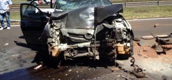 Bebê escapa ileso de acidente entre carro e caminhões em Lins