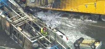 Acidente entre 2 caminhões deixa um morto e interdita rodovia Fernão Dias