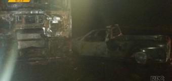 Acidente entre dois caminhões e carro deixa uma pessoa morta no PR