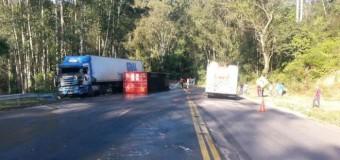 Acidente com dois caminhões bloqueia trânsito na BR-470 em Ibirama, no Alto Vale do Itajaí