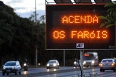 Uso do farol baixo durante o dia trará segurança às rodovias