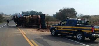 Motorista morre soterrado por pedras após colisão entre caminhões no RS