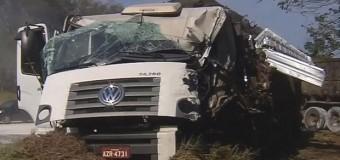 Colisão envolvendo caminhões deixa feridos em rodovia de São Manuel