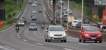 Deputado propõe placa nas rodovias para alertar sobre uso do farol durante o dia