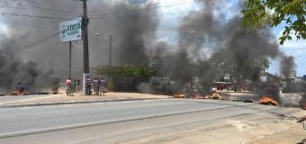 Motoristas de transporte alternativo bloqueiam rodovia em Maceió