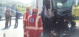 Dois caminhoneiros morrem em rodovia dos Campos Gerais