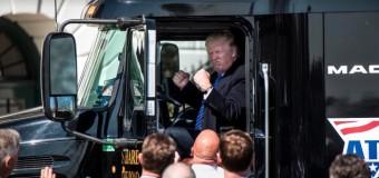 Presidente Donald Trump recebe caminhoneiros na Casa Branca