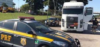 Polícia apreende caminhão tanque com carga de combustível roubada