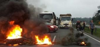Projeto de Lei proíbe obstrução de rodovias em manifestações