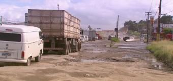 Buracos na BR-101 no Grande Recife comprometem trabalho de caminhoneiros