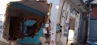 Bando sequestra caminhões e destrói posto de policiamento no Rio