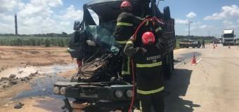 Homem morre em acidente entre dois caminhões na BR-101 no RN