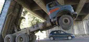 Governo tira obrigatoriedade de trava de caçambas de caminhões; como fica?