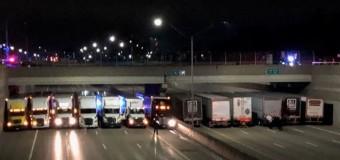 Caminhoneiros se unem para evitar que uma pessoa se jogue da ponte
