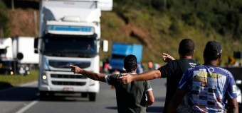 """Sob gritos de que o Brasil """"vai parar"""", comissão adia votação sobre frete"""