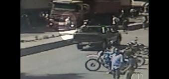 MG: Imagens mostram adolescente sendo atropelada por caminhão