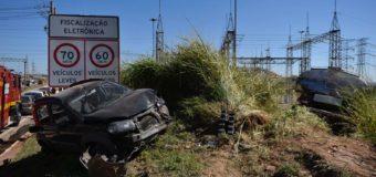 Caminhão-tanque bate em oito veículos no Anel Rodoviário