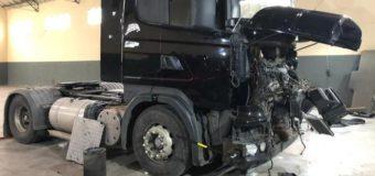 Caminhão roubado é localizado em galpão de desmanche