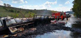 Carreta pega fogo e deixa rodovia fechada por mais de cinco horas na Zona da Mata
