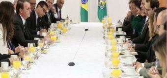 Bolsonaro defende manifestações marcadas pra domingo, mas pede bom senso