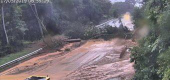 Quedas de barreiras interditam as rodovias Rio-Santos, Anchieta e Tamoios no litoral de SP