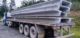 PRF flagra cargas de concreto sem nenhum tipo de amarração na BR 101 em Barra Velha