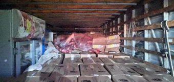 PRF apreende caminhão com quase 3 toneladas de carne sem refrigeração no Paraná