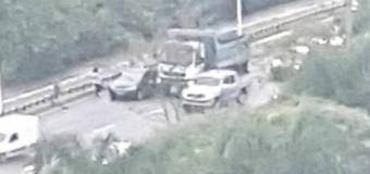 Acidente com carro e caminhão deixa trânsito lento em Florianópolis