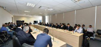 Ministro da Infraestrutura recebe caminhoneiros para discutir tabela do frete
