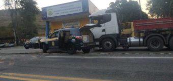PRF recupera carga saqueada após acidente