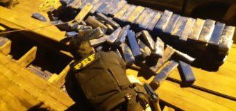 Meia tonelada de maconha é encontrada em fundo falso de caminhão no Piauí