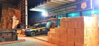 PRF apreende mais um grande carregamento de cigarros contrabandeados escondido em meio a caixas de biscoitos
