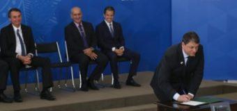 Contrato de aeroportos de MT é oficializado por Bolsonaro