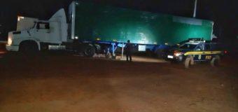 Caminhoneiro é flagrado pela PRF com documentos falsos durante fiscalização